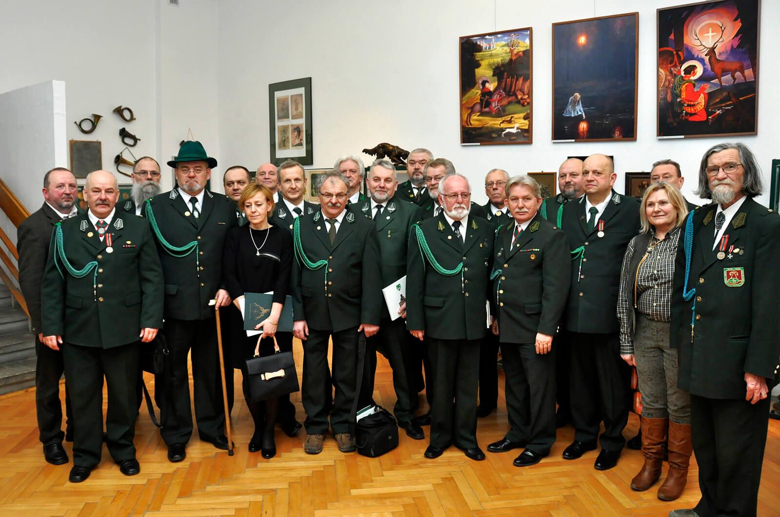 członkowie KKiKŁ PZŁ uczestniczący wwernisarzu wystawy